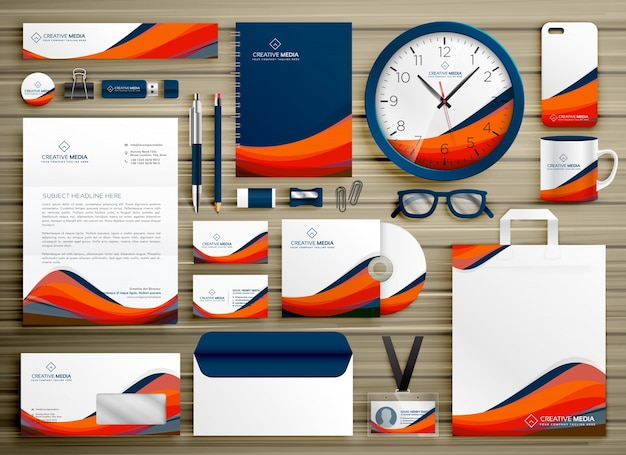 Corporate identity business template ontwerp set met oranje blauwe golvende vorm