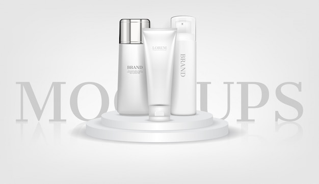 Cosmetische mockups op wit podium