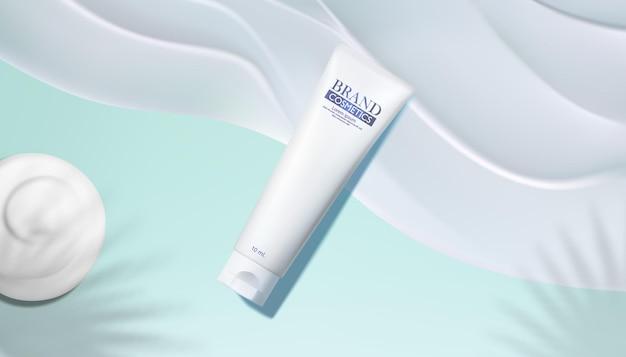 Cosmetische producten met crème textuur crème, parfum of make-up cosmetica in glazen flessen