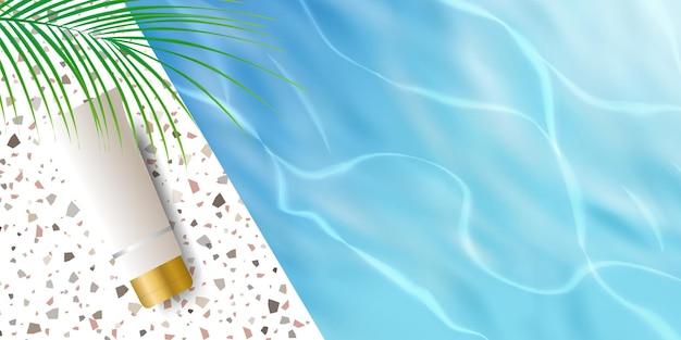 Cosmetische productweergaveachtergrond met blauwe oceaanwaterrimpeling, palmblad en terrazzokeramiek