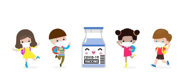 Covid19 of coronavirusvaccinconcept gelukkige kinderen die gezichtsmasker dragen