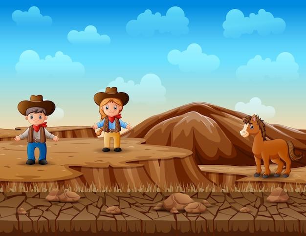 Cowboy en veedrijfster in het woestijnlandschap
