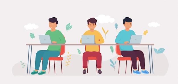 Coworking studio met mensen die aan de tafel zitten. creatief team van mensen werken samen aan grote tafel op laptop in open kantoor.