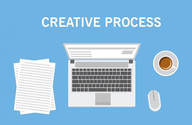 Creatief proces werkplek met de laptop een computermuis een kopje met koffie en records op papier. uitzicht van boven.