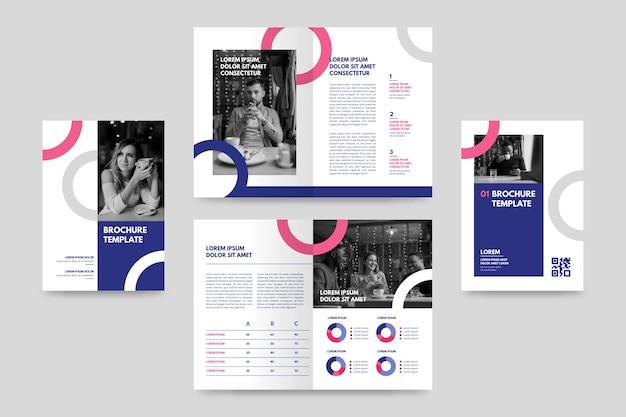 Creatief tweevoudig brochuremalplaatje met foto's