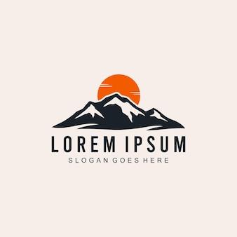 Creatieve illustratie simple mountain outdoor vintage logo design vector graphic