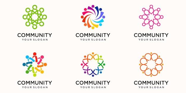 Creatieve kleurrijke gemeenschap pictogram logo ontwerpsjabloon. team van vier mensen samen pictogram geïsoleerd.
