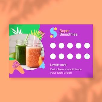 Creatieve kleurrijke smoothies slaan klantenkaartsjabloon op