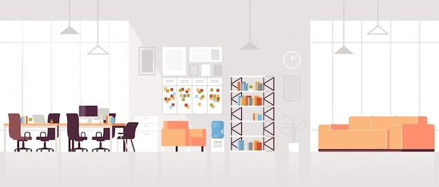 Creatieve werkplek moderne open ruimte leeg niemand kantoor interieur eigentijds co-working center met lounge gedeelte