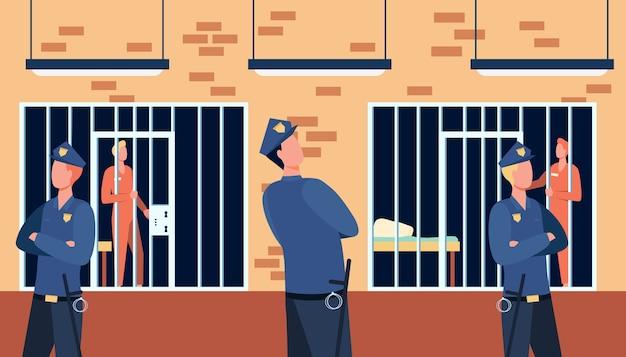 Criminelen en bewakers in staatsgevangenis. politieagenten kijken naar gevangenen in cellen van het politiebureau.