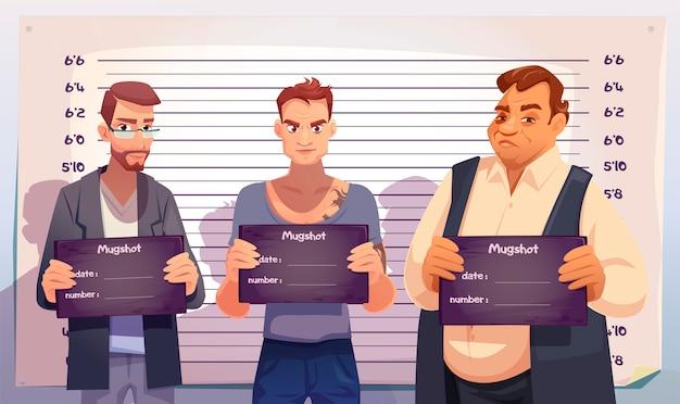 Criminelen met mugshotplaten in politiebureau