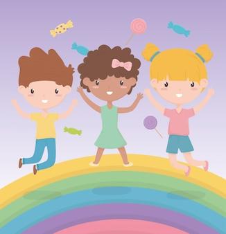 Dag van de gelukkige kinderen, schattige kleine meisjes en jongen regenboog snoepjes viering vectorillustratie