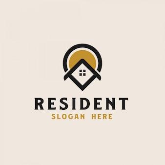 Dak huis met punt pictogrammalplaatje onroerend goed logo. vector illustratie