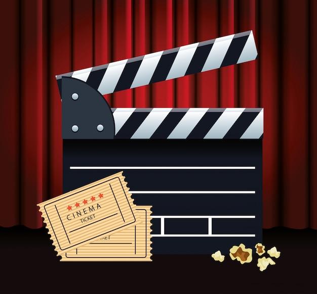 Dakspaan- en filmkaartjes over rode bioscoopgordijnen