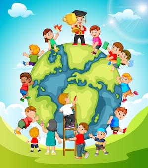 De aarde met de kinderen die er omheen spelen