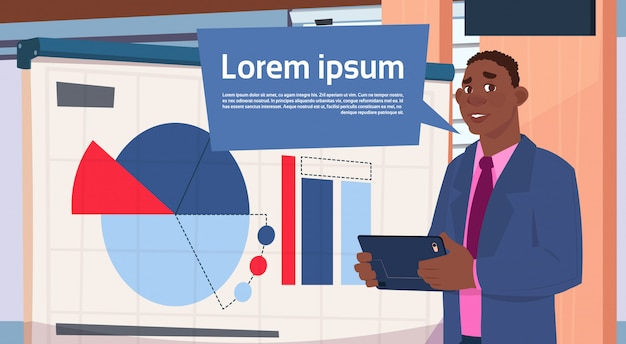 De afrikaanse amerikaanse presentatie van de zakenmanholding bevindt zich over boord met grafieken en grafiekzaken