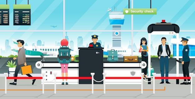 De agenten van de controlepost van de luchthaven wachten op passagiers om hun bagage in te checken