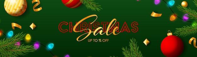 De banner van de kerstmisverkoop met fonkelende kleurrijke gloeilampen