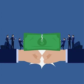 De bedrijfshand slaat elkaar zakenman verdeelde geldmetafoor van verdeel van winst.