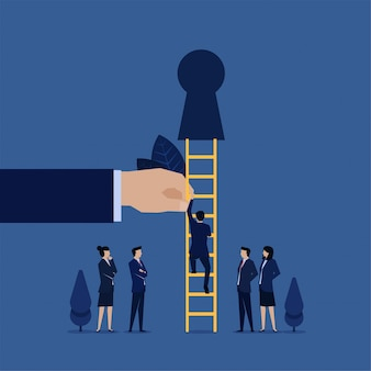 De bedrijfsmens beklimt trede aan sleutelgatmetafoor van nieuwsgierigheid.