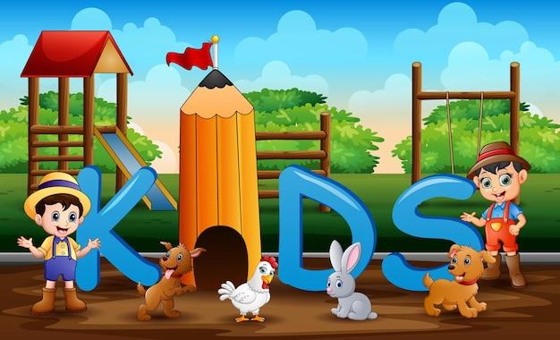 De boeren met boerderijdieren op de achtergrond van de speeltuin