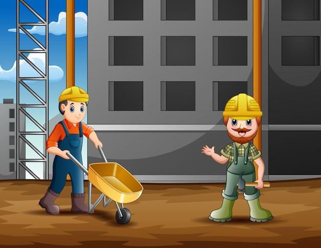 De bouwer aan het werk op de bouwplaats