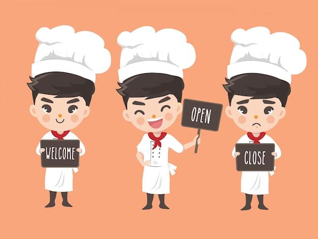 De chef-kokjongen houdt een teken bij de voorzijde van de winkel