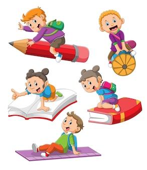 De collectie van de kinderen rijden op het magische briefpapier