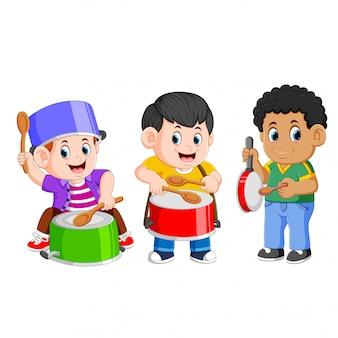 De creatieve verzameling van de spelende kinderen