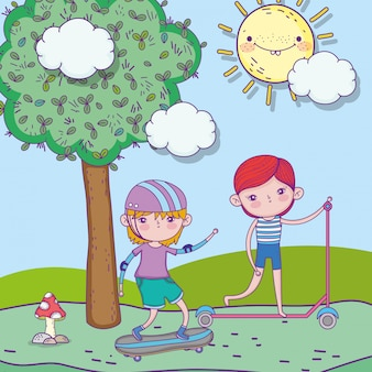 De dag van gelukkige kinderen, kleine jongens die met skateboard en autopedparklandschap spelen