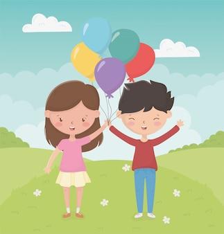 De dagmeisje en jongen van gelukkige kinderen met ballons in het gebied