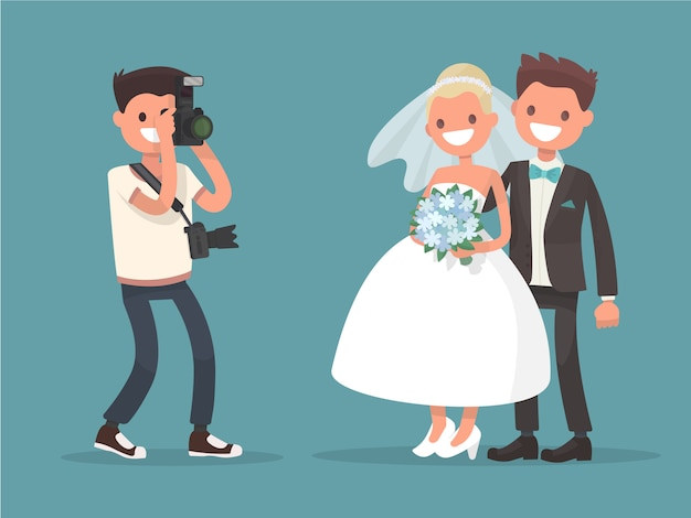 De fotograaf maakt een foto pasgetrouwden. bruid en bruidegom. beroep van trouwfotograaf.