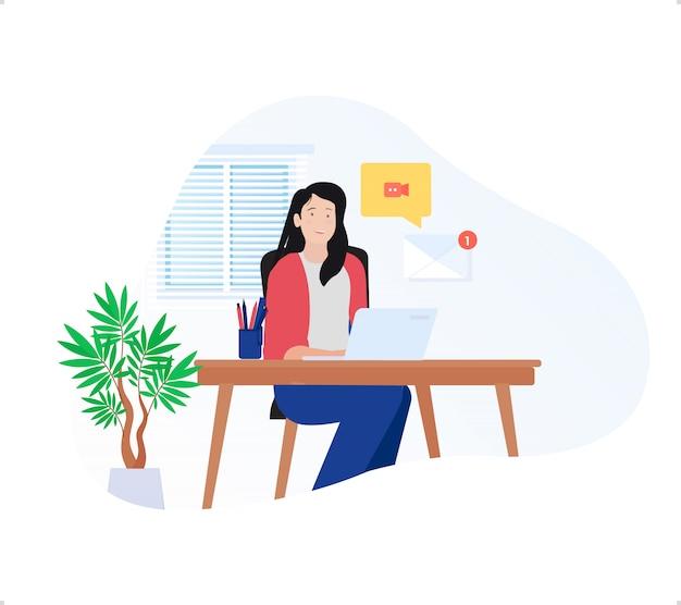 De freelancer van het schoonheidsmeisje die thuis werk doet met laptop en e-mailberichtmelding