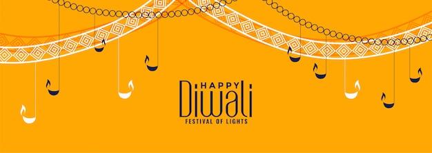 De gele banner van het diwalifestival met hangende diya-lampen