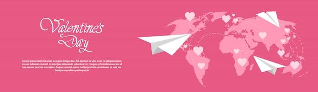 De gelukkige banner van de valentijnskaartendag horizontaal met wereldkaart op achtergrond