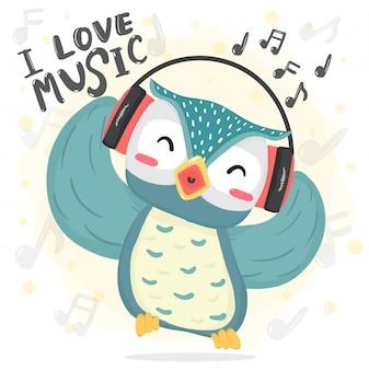 De gelukkige dans blauwe uil luistert muziek en zingt lied met hoofdtelefoon