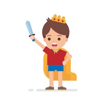 De gelukkige leuke jongen kleedt zich omhoog prins of koningsconcept
