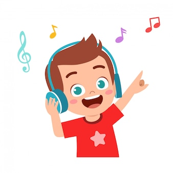 De gelukkige leuke jongen luistert goede muziek