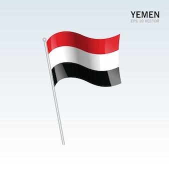 De golvende vlag van yemen die op grijze achtergrond wordt geïsoleerd