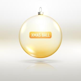 De gouden decoratie van de glaskerstmis. kerstbal van transparant glas voor nieuwe jaarviering.