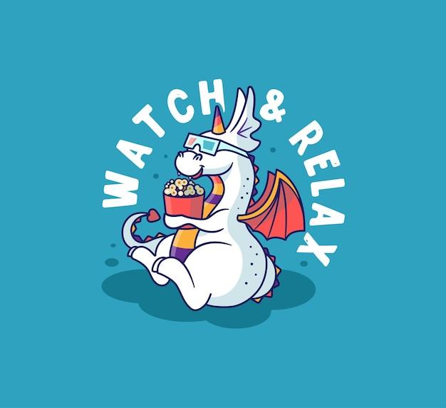 De grappige draak kijkt naar een film en eet een popcorn