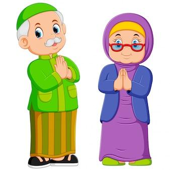 De grootmoeder en grootvader zijn de groetvergeving van ied mubarak