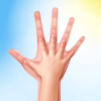 De hand van het kind met de hand van de ouders