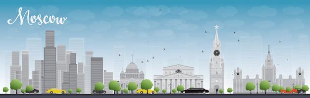 De horizon van moskou met grijze gebouwen en blauwe hemel