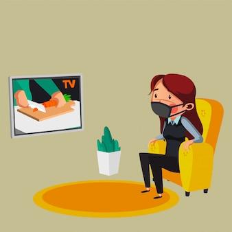 De jonge vrouw is thuis tv kijken terwijl verblijf