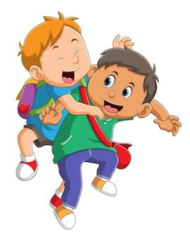 De jongens spelen en springen na terug naar school