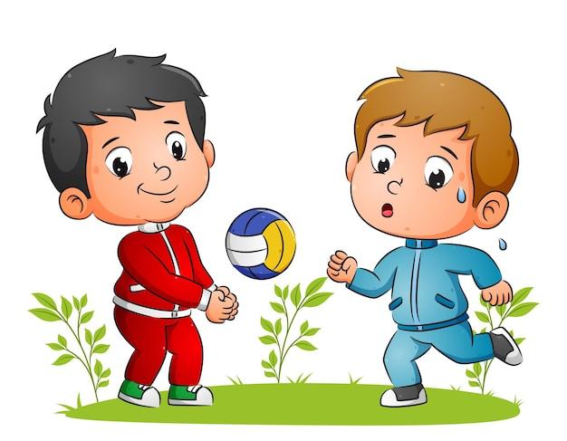 De kinderen doen de sport met volleyballen en rennen in de illustratietuin