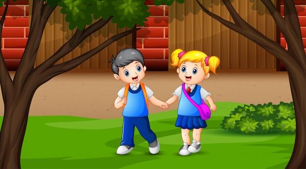 De kinderen gaan naar school