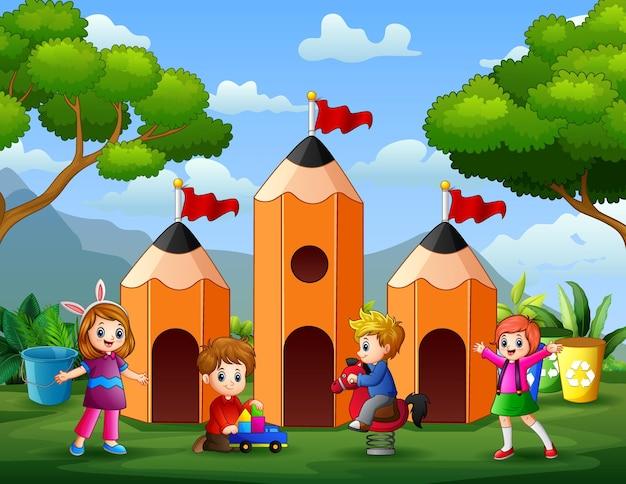 De kinderen hebben plezier bij de illustratie van het potloodhuis