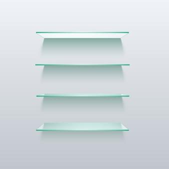 De lege planken van de glasplank die op muur worden geïsoleerd